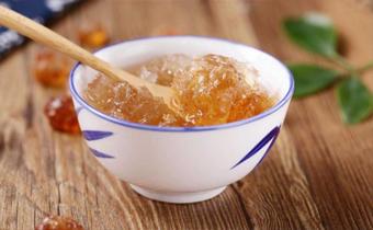 桃胶皂角米炖银耳可以放一晚再吃吗 桃胶皂角米炖银耳对人体有哪些好处