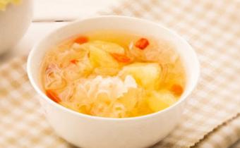 菠萝煮冰糖有什么功效 菠萝煮冰糖可以治咳嗽吗