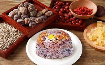 蒸八宝饭米用冷水泡还是温水泡 八宝饭用圆糯米成吗