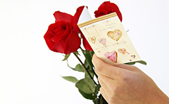 女人对男人发三朵玫瑰花是什么意思 微信女人发三朵玫瑰表情代表