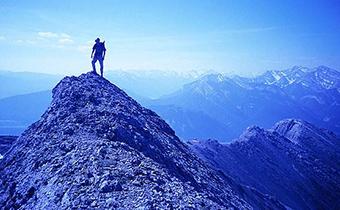 徒步登山什么时候去合适 登山什么时候要吸氧