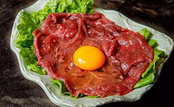 鸡蛋炒牛肉可以吃吗 牛肉和鸡蛋哪个蛋白质含量高