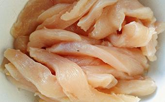 猫吃生肉会有寄生虫吗 吃生肉的猫多久驱一次虫