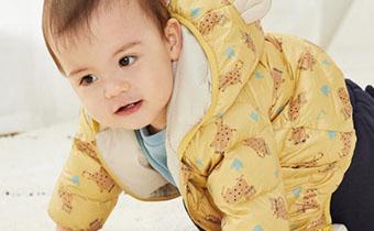 宝宝冬天穿棉衣好还是羽绒服好 宝宝冬天穿多少衣服适宜