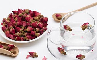 玫瑰花茶多久喝一次 玫瑰花茶一次放几朵