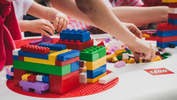 乐高玩具跟其他玩具有什么区别 怎么教孩子玩乐高