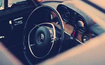 车辆转弯时方向盘能不能打死 方向盘怎么握是正确的