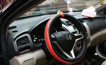 汽车方向盘加装真皮套好吗 汽车方向盘带套好不好