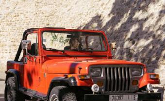 浪客行女主开的红色车什么牌子 浪客行秀智同款车型号及价格