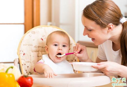 半岁的宝宝吃饭坐餐椅好还是不坐餐椅好 宝宝吃饭坐餐椅有什么好处1