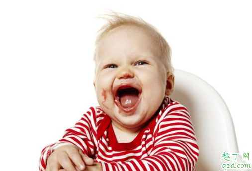 半岁的宝宝吃饭坐餐椅好还是不坐餐椅好 宝宝吃饭坐餐椅有什么好处3