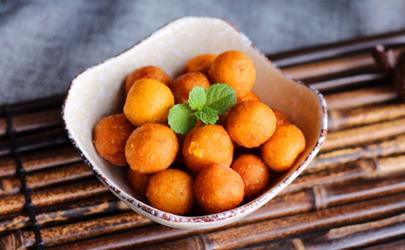 做红薯丸子用糯米粉和面粉哪个好 做红薯丸子放多少糯米粉合适