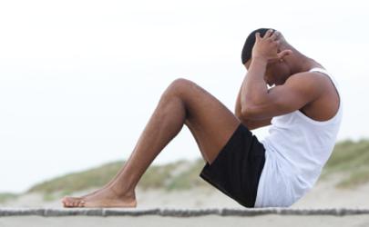 做仰卧起坐会瘫痪是真的吗 怎么练肚子上的肥肉