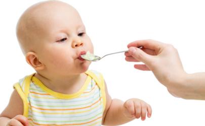 纯母乳宝宝四个月加辅食还是六个月加辅食好 纯母乳宝宝几个月添加辅食