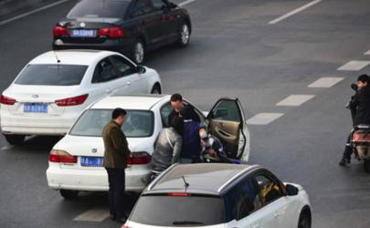 车漆剐蹭可以走保险吗 汽车发生小事故要不要报保险