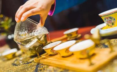泡茶的时候为什么有的茶叶飘在上面 泡茶一般多少度的水温