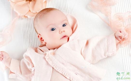 新生宝宝穿什么样的衣服合适 新生宝宝的衣服怎么挑选3