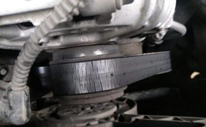 汽车发动机皮带什么时候更换 小车发动机的皮带断了还能行驶吗