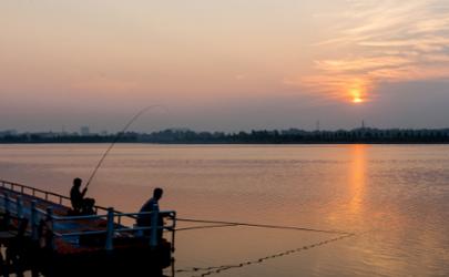 夜钓的时候钓底还是钓浮 钓底和钓浮有什么区别