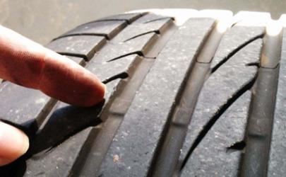 汽车轮胎有点损伤需要更换嘛 车胎有一点点裂纹需要换吗