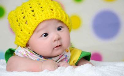 为什么宝宝出生不吃奶 刚出生的宝宝为什么屁股是青的