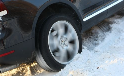 汽车防滑链伤轮胎吗 冬天用雪地胎还是防滑链