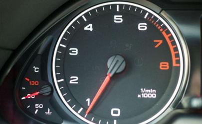 经常拉高转速对发动机有什么影响 汽车高速怎样降低转速