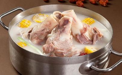 熬牛骨汤要不要放醋 炖牛骨汤的醋是白醋还是陈醋