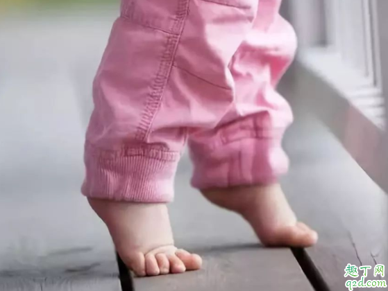 宝宝三个月头上还有头垢正常吗 头上的胎脂会自己掉吗2