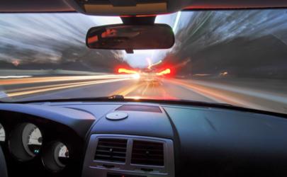 车内有汽油味车外没有是什么问题 汽车冷启动排气管有汽油味怎么回事