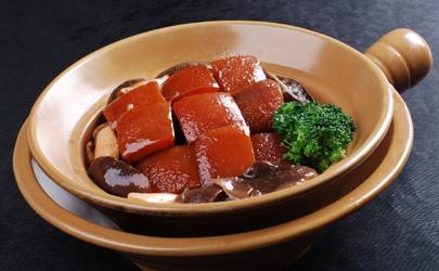 红烧肉是先焯水还是先炒 红烧肉炒之前要不要煮