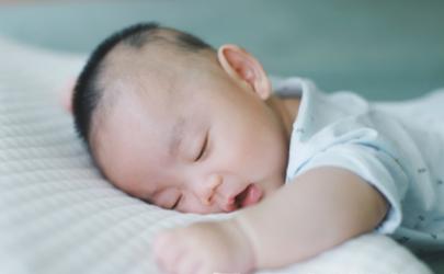 宝宝先咳嗽一天后发烧怎么回事 小孩有一点发烧和咳嗽要打针吗