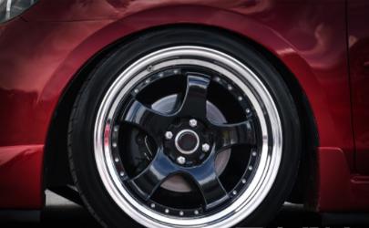怎么看汽车轮胎该不该换了 汽车轮胎有细小花纹需要更换吗