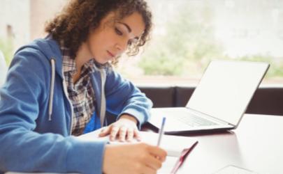大学生什么副业好赚钱 喜欢写字可以做什么副业