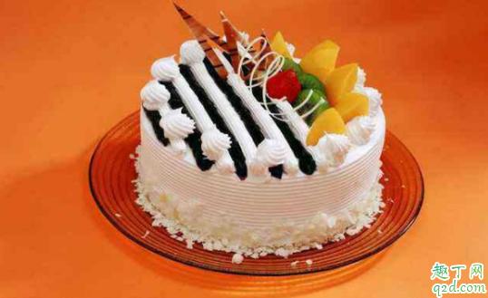 蛋糕开裂是什么原因 如何避免蛋糕开裂1