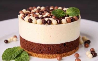 蛋糕开裂是什么原因 如何避免蛋糕开裂
