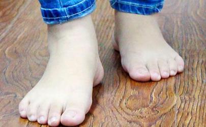 有脚气的可以泡艾草吗 脚气用盐水泡脚有用吗