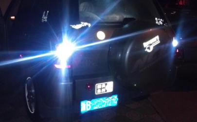 汽车倒车灯不亮怎么修 倒车灯为什么只有一个亮