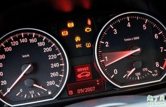 仪表盘发动机黄灯亮和加的油有关吗 仪表盘发动机黄灯亮有感叹号什么原因2