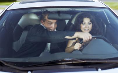 有驾驶证不会开车怎么办 第一次开车上路紧张怎么缓解