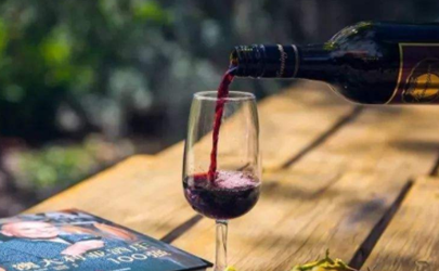 葡萄酒越放越好喝吗 保质期10年的红酒过了八年能喝吗