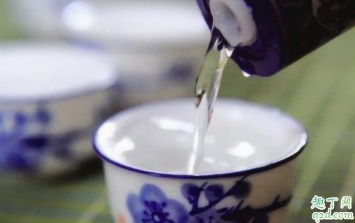 喝白酒多喝汤水能解吗 喝白酒为什么要喝矿泉水4