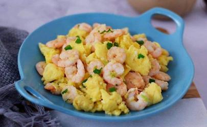 虾仁炒蛋是将虾仁加入蛋里一起炒吗 虾仁炒蛋先放鸡蛋还是先放虾仁