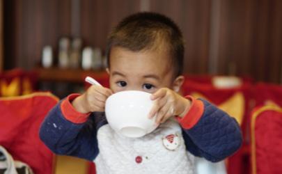 宝宝为什么不好好吃饭 宝宝挑食要纠正吗