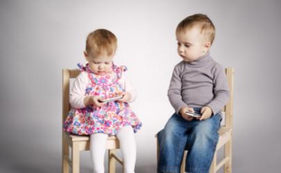 孩子什么年龄适合玩手机 孩子玩手机最多是多长时间