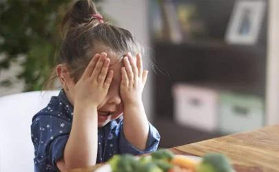 小孩口臭是如何引起的 孩子口臭吃什么调理能够根除