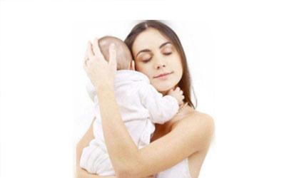 经常抱的宝宝更聪明吗 经常抱的宝宝有哪些优势