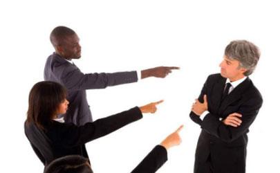 在公司被同事排挤怎么办 在公司被上司排挤怎么办