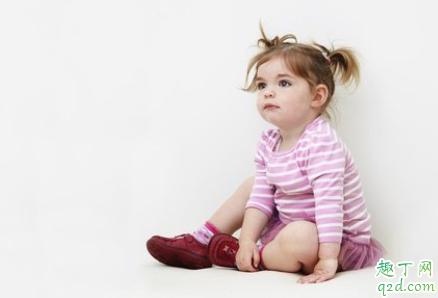 宝宝会趴能练坐吗 如何训练宝宝多趴 1