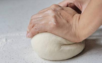 15℃的酵母发酵面团大概需要多久 酵母发酵面团一般要几小时